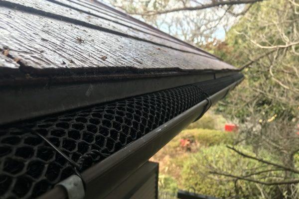 雨樋落ち葉よけネットの取り付けしました!