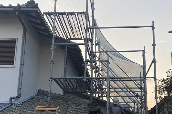 屋根工事用足場の組み立て!